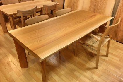欅(ケヤキ)一枚板テーブル(国産/長方形四本脚付) 木匠舘マイ・ドゥ