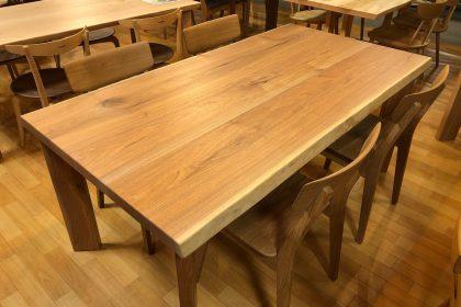 クルミ 胡桃 耳付き 接ぎ 一枚板 無垢 テーブル 国産 飛騨の家具 木匠舘マイドゥ