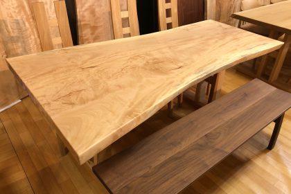 飛騨の家具 栃(トチ)一枚板テーブル(国産/二本脚付) 大阪 木匠舘マイドゥ